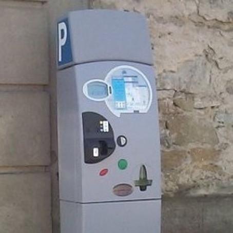 Strisce blu, dal 1° luglio se il parchimetro non ha il POS il parcheggio è gratis...ma attenzione!