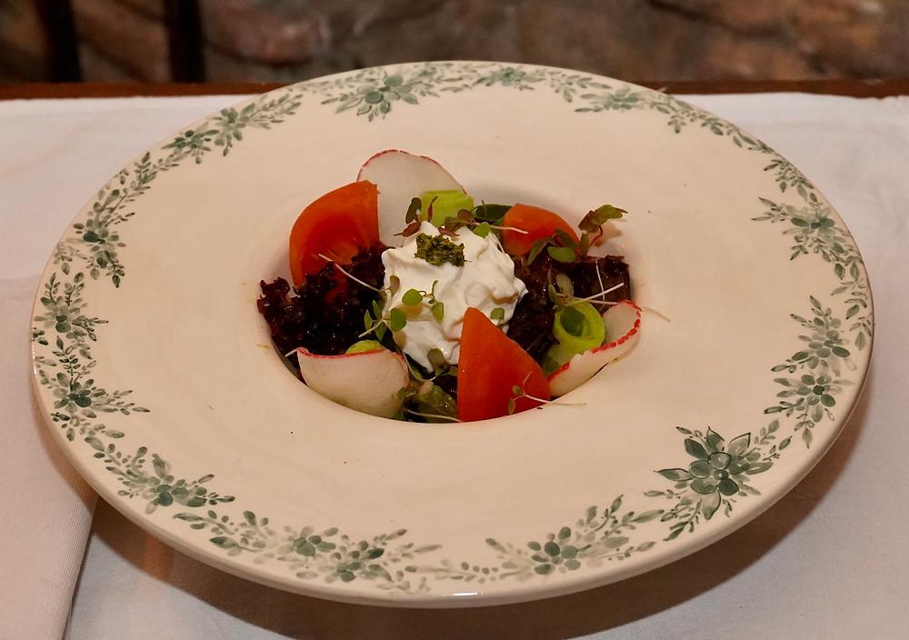 Salade fraiche aux tomates, concombres et fromage frais. © Fabrice Roy