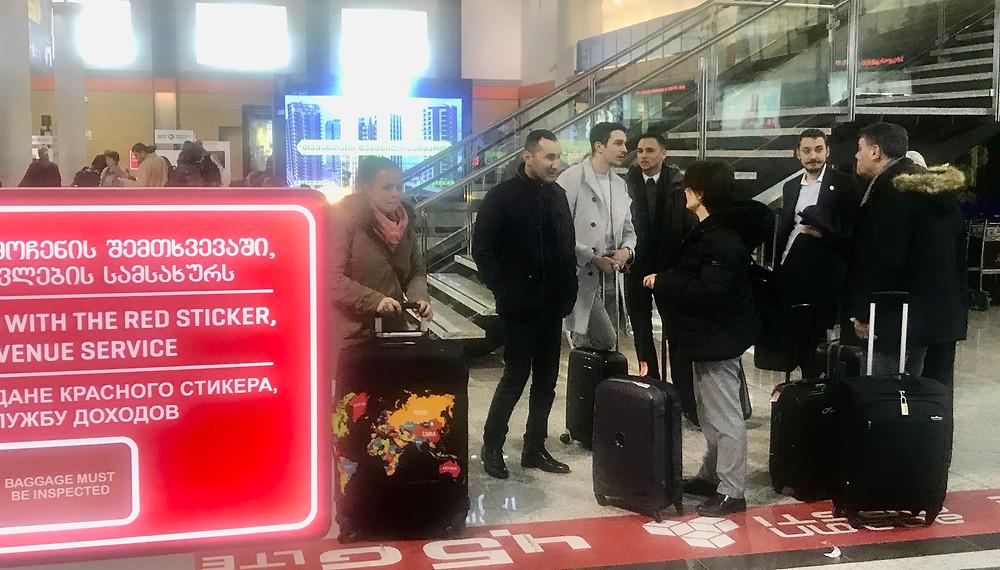 Arrivée de la délégation à l'aéroport de Tbilissi. © Fabrice Roy