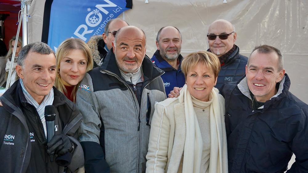 Colette Fabron, Maire de Saint Étienne de Tinée - Auron, entourée de ses adjoints et de Noëlle et David Faure. © Fabrice Roy