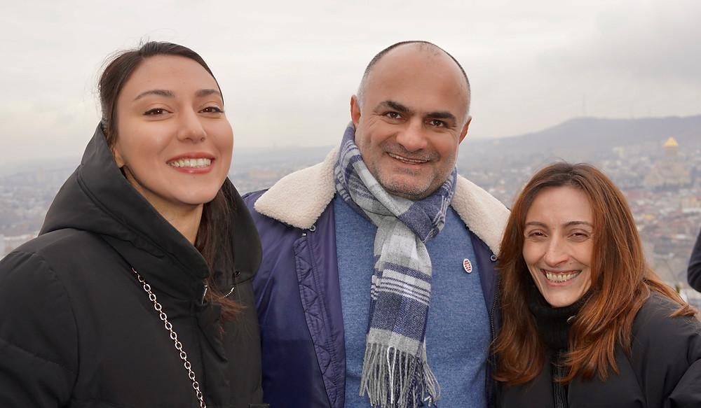 Notre hôte Ilia Kakhoidze et nos charmantes accompagnatrices... © Fabrice Roy