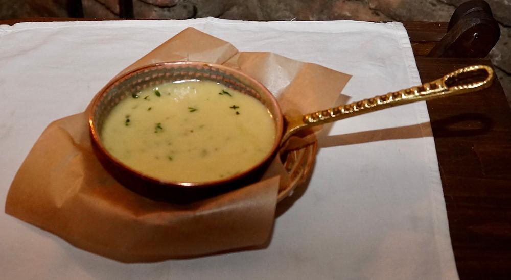 Fondue au fromage affiné en amphore. ©Fabrice Roy
