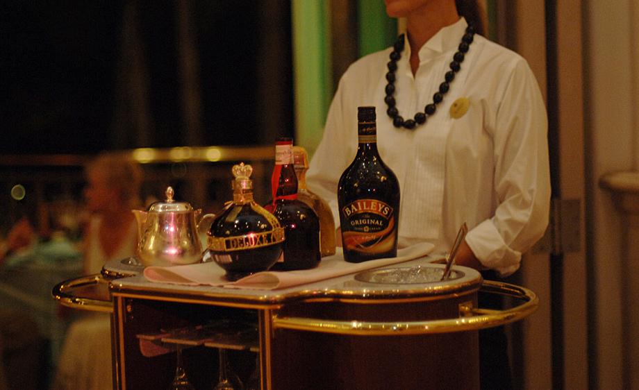 Maui, Hawaii wedding bar set-up