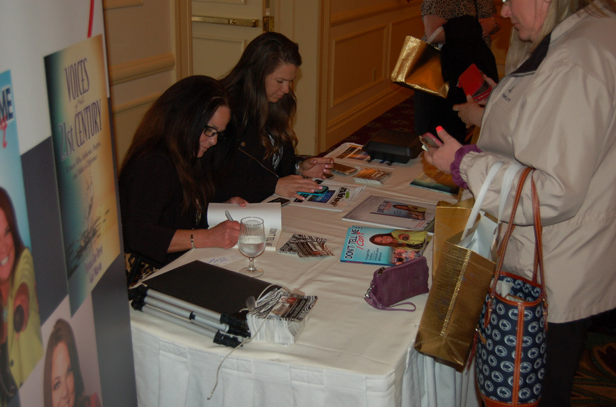 Donna_Signing_CU.JPG