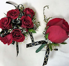 6)%20Red%20Rose%20Corsage%20with%20Gold%