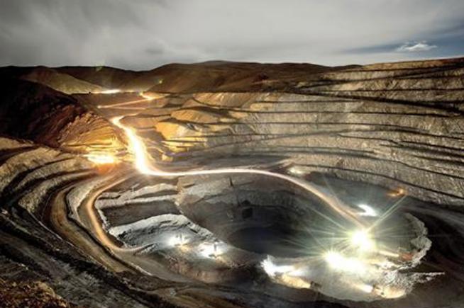 mina a cielo abierto en la patagonia con cumplimiento de normas ambientales e ISO 14001