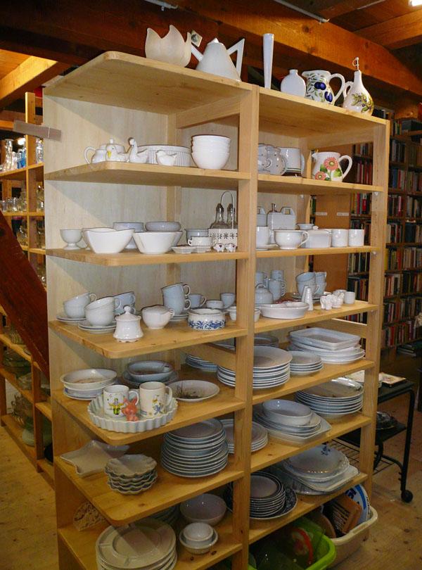 Teller, Tassen, Pfannen und mehr