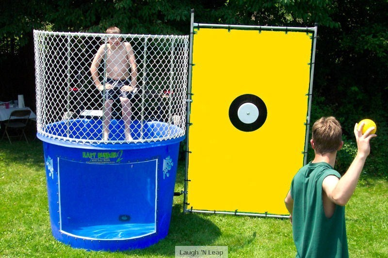 Location stand dunk tank