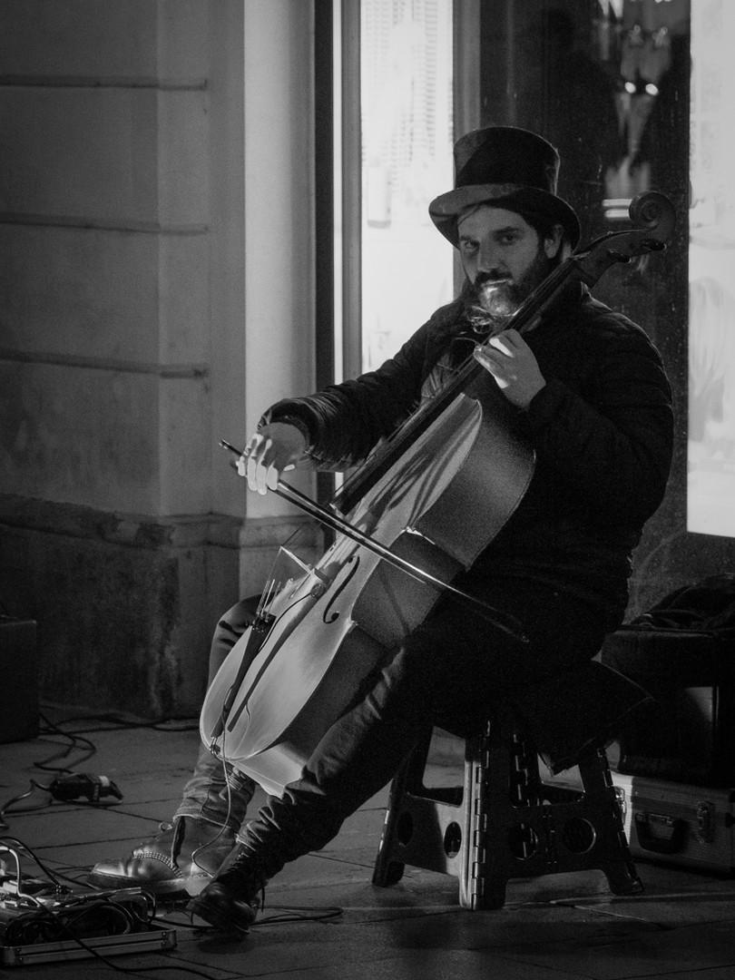 02 It's a bit cello tonight_Cristina Liv