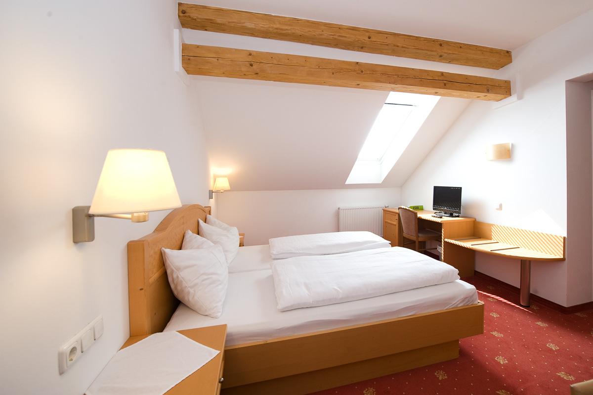 32 Zimmer
