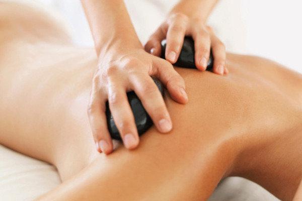 Soin du corps relaxant - Massage aux pierres chaudes