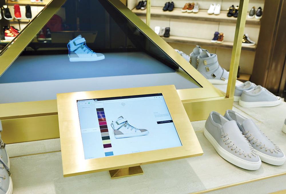 pirâmide holográfica para Harrods by Platforme