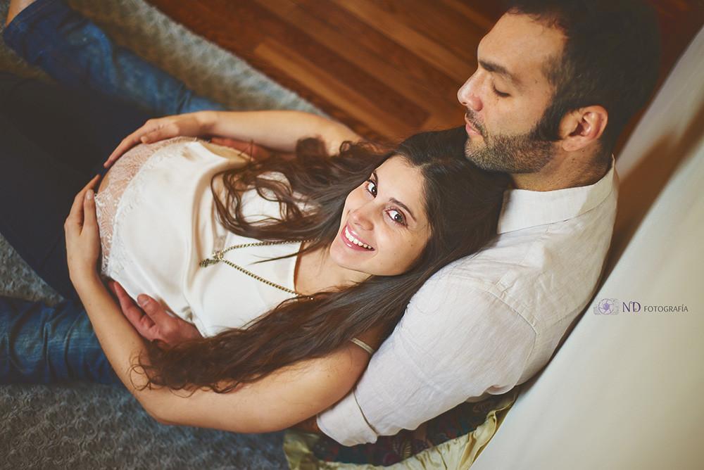 Sesión de maternidad en estudio con una pareja modelo 1 - ND Fotografia