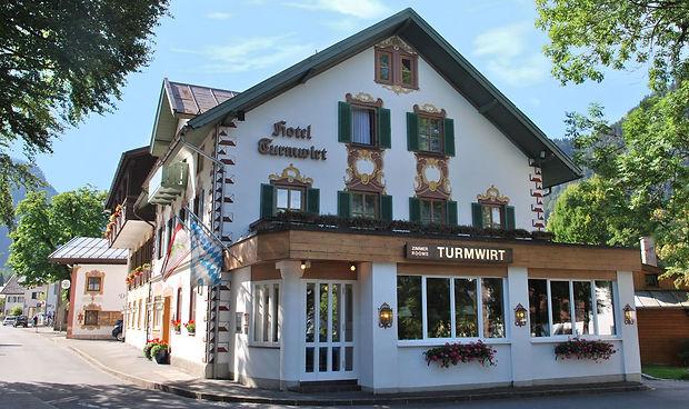 Hotel-Turmwirt-Aussenansicht-Oberammerga