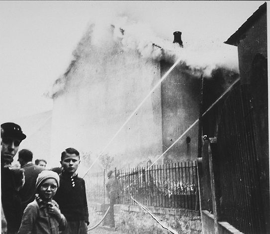 On the morning after Kristallnacht local