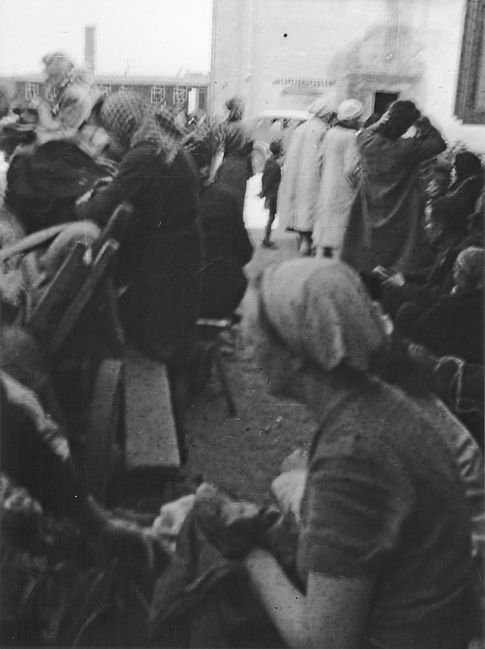 Women and children from Warsaw arrival i