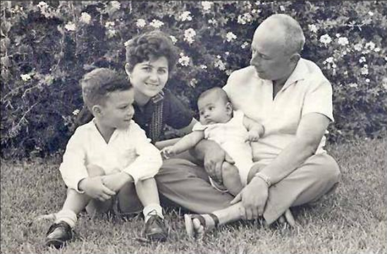 Judith Dim Evans, Chiam Dim and Family.p