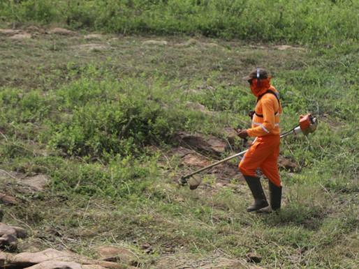 Prefeitura inicia limpeza das margens do açude Caldeirão