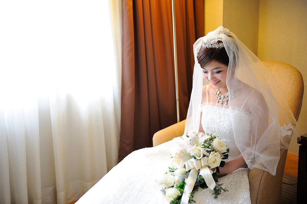 湘玲新娘婚禮團隊 我們提供婚禮當天最完整的婚禮服務﹐ 服務項目包含: 新娘秘書 | 平面婚禮攝影紀錄 | 動態婚禮錄影  婚禮團隊中 新娘秘書 湘玲老師 : 在新秘造型呈現上,強調妝感自然及氣質典雅造型,期望新娘在十年~二十年後,依然愛著自己最美好的時刻.而為了呵護新娘不受劣質彩妝品傷害,新娘彩妝品部分則是全程採用MAKE UP FOR EVER之法國專業彩妝品牌;除了最多人推薦的新秘服務之外,2006年起我們婚禮團隊開始提供平面婚禮攝影之攝影服務.   婚攝ANDY(濬瑋) : 湘玲新娘婚禮團
