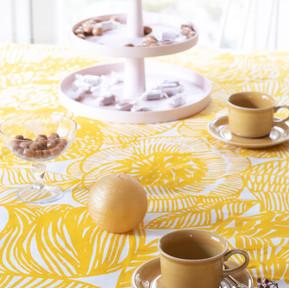 Keltainen kevät: Kurjenpolvi ja vanhat Arabian kahvikupit 70-luvulta