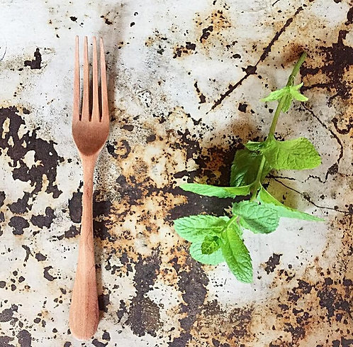 La fourchette en bois d'amandier