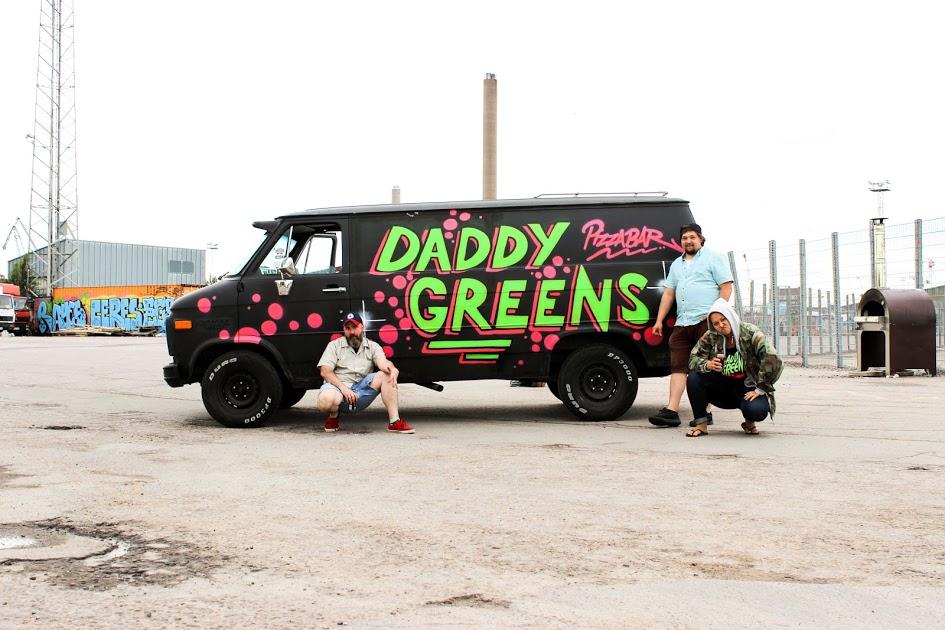 Daddy Greens van & posse