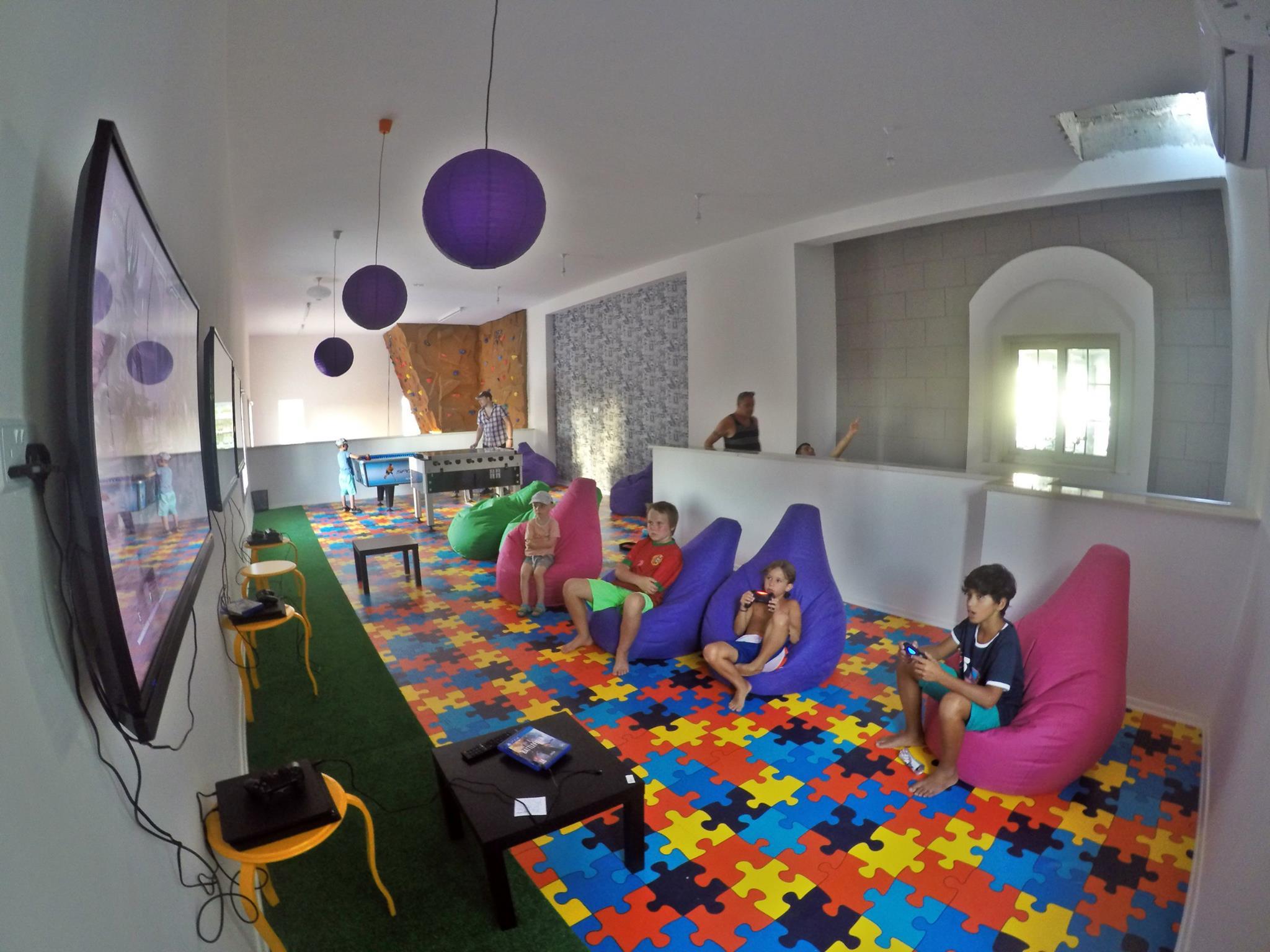 Kids-game-room