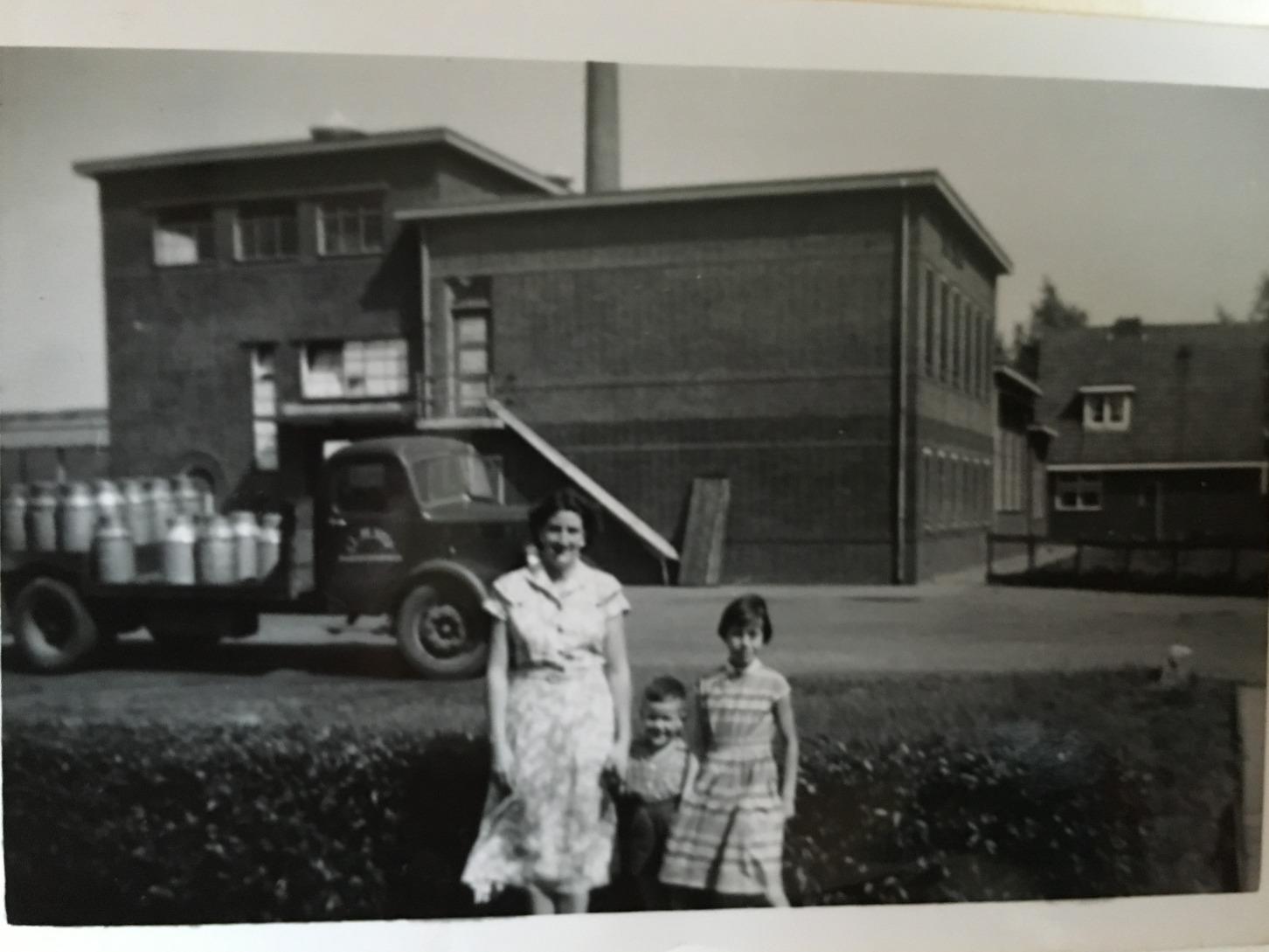 familie voor oude kaaspakhuis