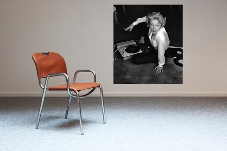 Italian high end design chair re-upholsterd in cognac leather + Nr 17 Marlene Dietrich at turntable alu print