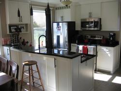 Eat-up granite bar kitchen