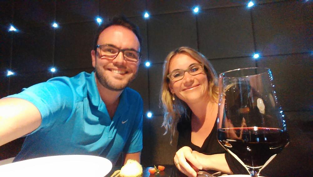 Selfie de couple a table