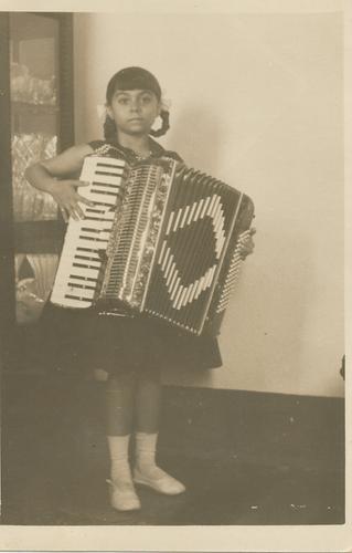 Nairzinha aos 8 anos