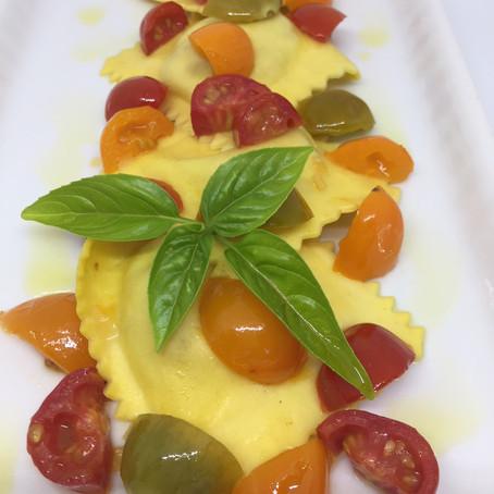 Ravioli al crudo di gamberi o scampi ai tre pomodorini