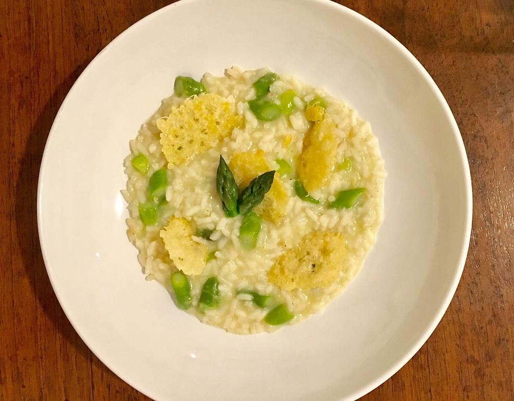 Ricetta Risotto Asparagi Parmigiano.Risotto Agli Asparagi Con Cialde Di Parmigiano Croccante