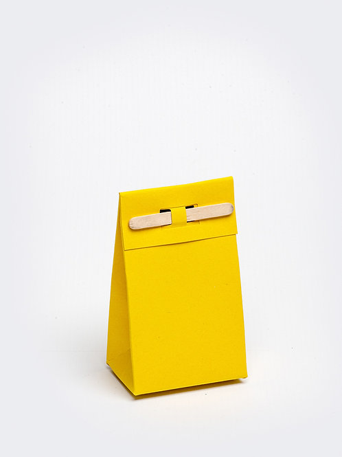 Kartonnen doosje met houten stokje - oker