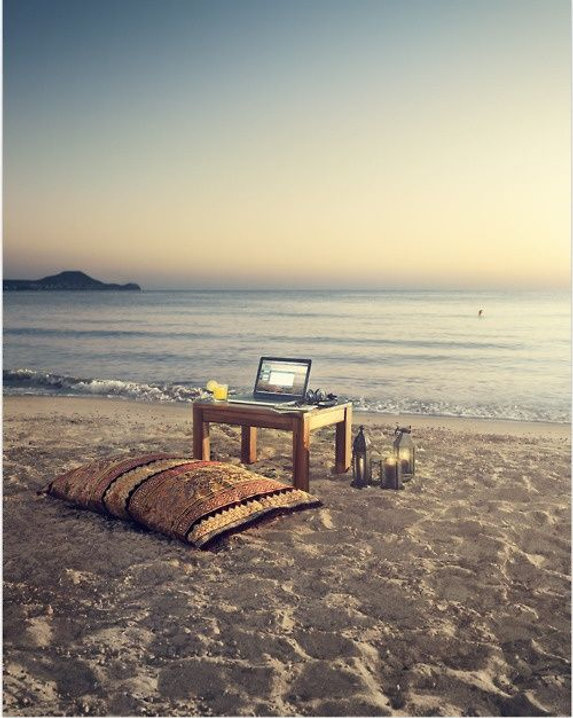 laptopbeach.jpg