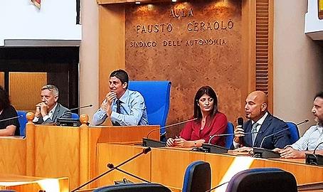 Politica - La corsa verso Piazza Falcone 2022: purosangue e ronzini