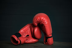 Pair of red boxing gloves on black Premi