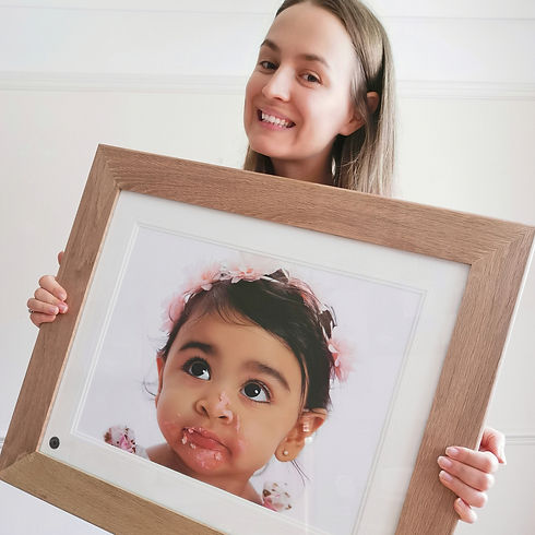 Simona showing framed photo