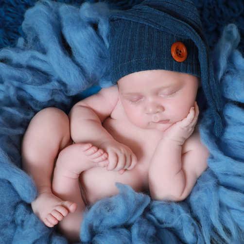 PhotographyforlittlepeoplebyLisa NewbornphotographyLuton4.jpg