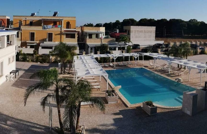 piscina toto residence.jpg