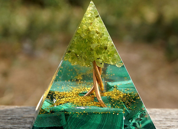 Orgonite Pyramid - Peridot & Malachite