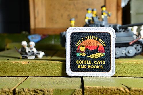 Патч, нашивка, Жизнь лучше с кофе, кошками и книгами, с липучкой.