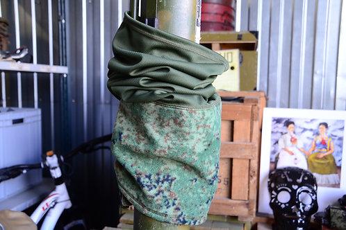 Комбинированный флисовый бафф-труба в оливе и ЕМР цифровой флоре.