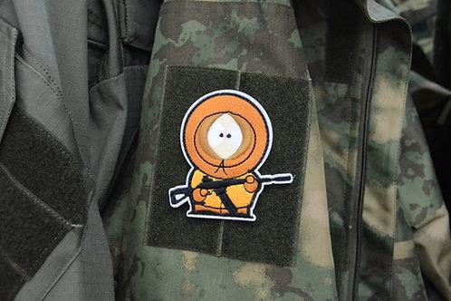 Патч с Кенни Маккормик с винтовкой, отсылка к мультфильму Южный Парк