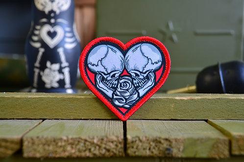 """Нашивка, патч """" Сердце, черепа и розы """", с липучкой."""