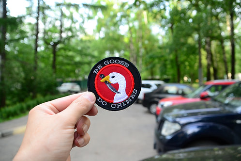 Патч Be Goose Do Crimes с липучкой.