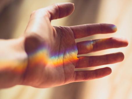 Wir stehen in seiner Hand. Und er in unserer.