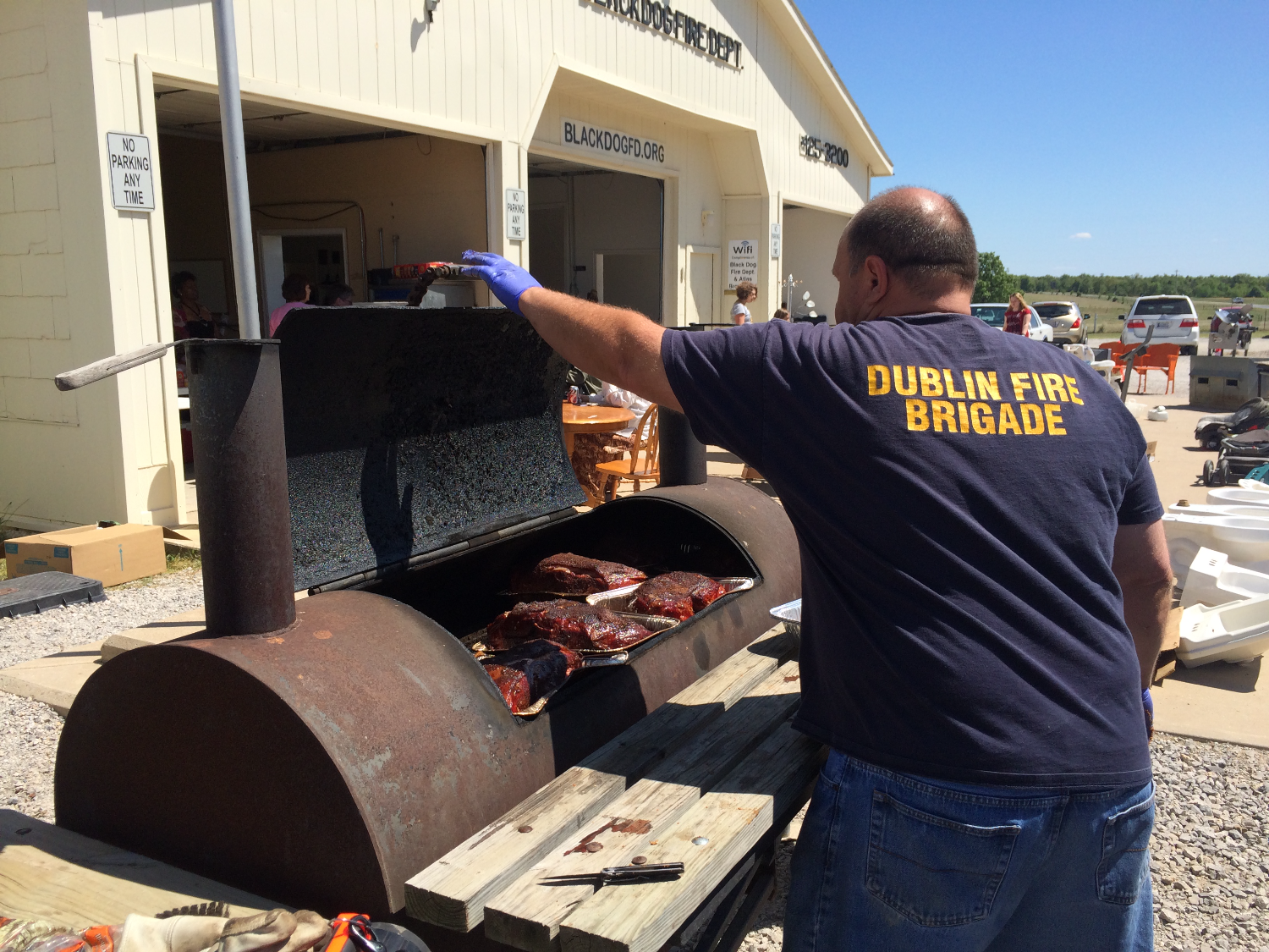 """Pitmaster"" Paul smoking Pork Butts"