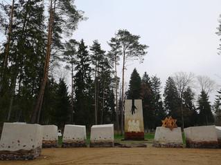 Vandžiogaloje atidengtas memorialas holokausto aukoms atminti.